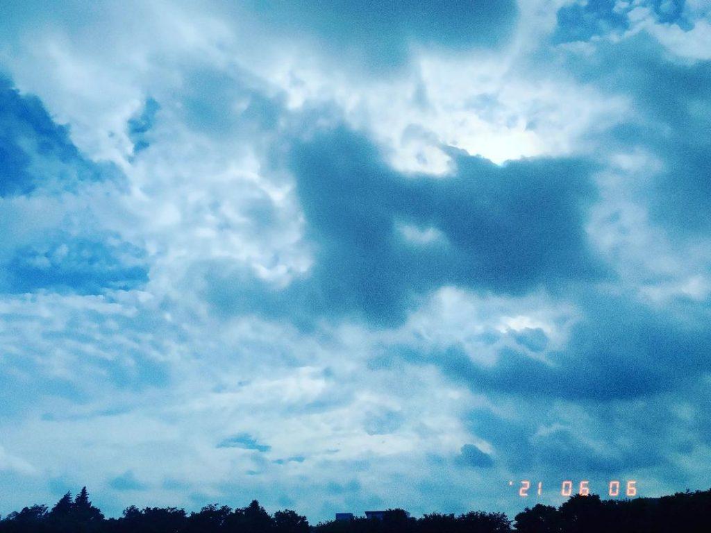 散歩のときに撮影した空の写真です。