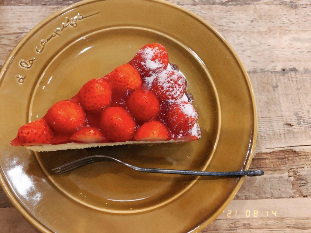 いちごのタルトケーキ